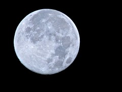 OMG, a moonshot with sliders and detail!!!.... lighter version (muffett68 ) Tags: 6 moon september fullmoon beginning harvestmoon equinox atsc wildcard waning odt myfirst ansh inthemoonlight dailyshoot cmwdblackandwhite scavenger15 scavchal ds664