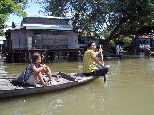 Small-scale fisheries in flood plain, Cambodia, photo by Adelia Ribier, 2001