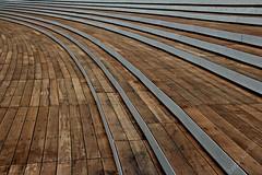 strahlensitze (Fotoristin - blick.kontakt) Tags: wood abstract lines architecture stairs diagonal architektur nrw universitt dsseldorf holz treppen linien blickkontakt treppenstufen wirtschaftswissenschaftlichefakultt strahlensitze