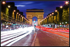ARC DE TRIOMPHE (Raul Juan) Tags: road city longexposure sunset red sky urban white paris cars blanco monument colors architecture night clouds rouge atardecer lights luces noche trafficlight avenida cosmopolitan rojo arquitectura carretera dusk monumento ciudad colores cielo nubes semaforo urbano bluehour crepusculo avenue nuit blanc champselyses ville coches feu goldenhour voitures lumieres camposeliseos largaexposicion estelas dzoom trazas horaazul xatakafoto heurebleu nikond7000