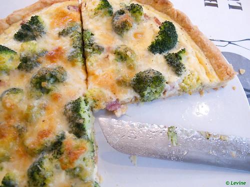 Hartige taart met broccoli