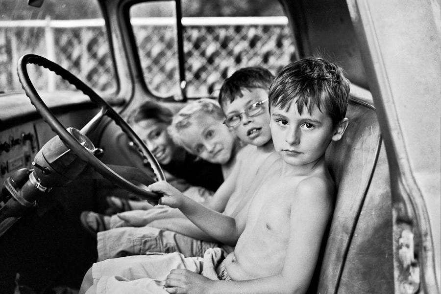 kids_in_truck