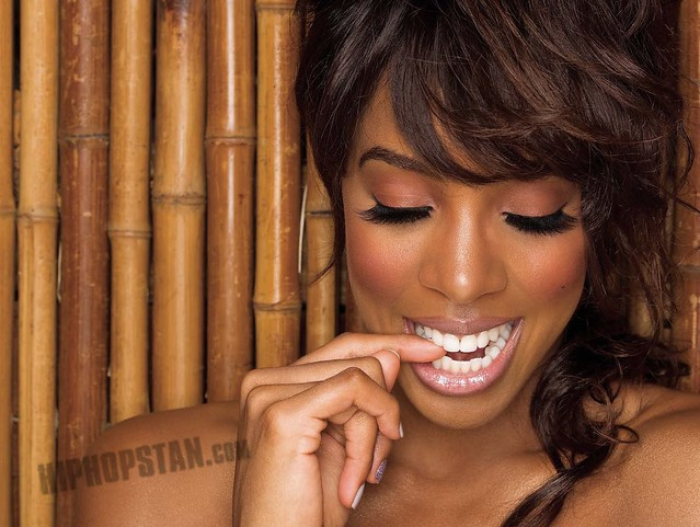 Kelly Rowland - Digital Booklet - Here I Am_Page_05