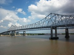 Crescent City Connection Bridge Over the Mississippi River (lifenbits) Tags: ro puente mississippiriver ccc greaterneworleansbridge crescentcityconnectionbridge