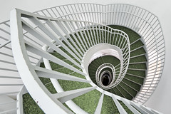 Go Home, Get Down (yushimoto_02 [christian]) Tags: white architecture germany munich mnchen spiral deutschland stair university treppe staircase architektur universitt muenchen circular spirale universitaet wendeltreppe archshot visipix