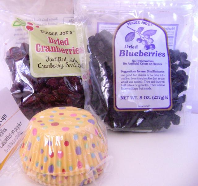 Cranberry, blueberry e forminhas para muffin