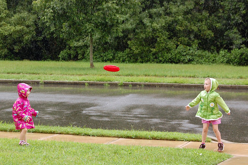 036 Abby Mckenzie frisbee in rain