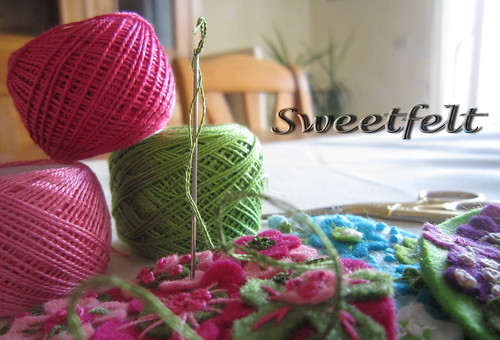 Trabalhando... Bom fim de semana!!! by sweetfelt \ ideias em feltro