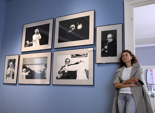 Alexandra Kremer-Khomassouridze in front of her works