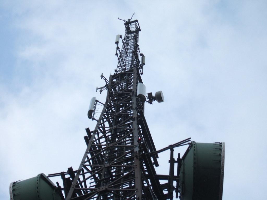 Andrew Microwave Antenna