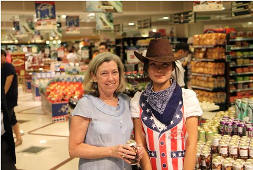 Foreign Agricultural Service Acting Administrator Suzanne Heinen visited the Solana Mall BHG store during the July promotion.