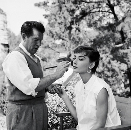 audrey-hepburn-in-makeup_5[1]