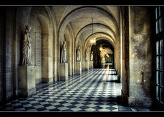 Un des Couloirs au Chateau de Versailles (Julien Fromentin - Photographe) Tags: city morning light sunset black paris france castle statue architecture photoshop pose dark french effects high flickr dynamic minolta lumire monumento sony le versailles cs capitale alpha chateau range towns reflets postproduction architettura historia hdr sal francais citt lightroom lunga corridors historique effets storia   longue parisien postura posa trepied 2875 photomatix couloirs  a850 fromus colocacin traitements  flickraward concordians  dslra850 alpha850 flickraward5   fromus75 flickrstruereflection7