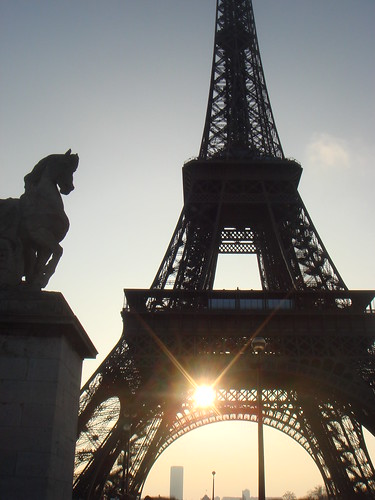 The sunshine and the Eiffel Tower by Ruan Oliv