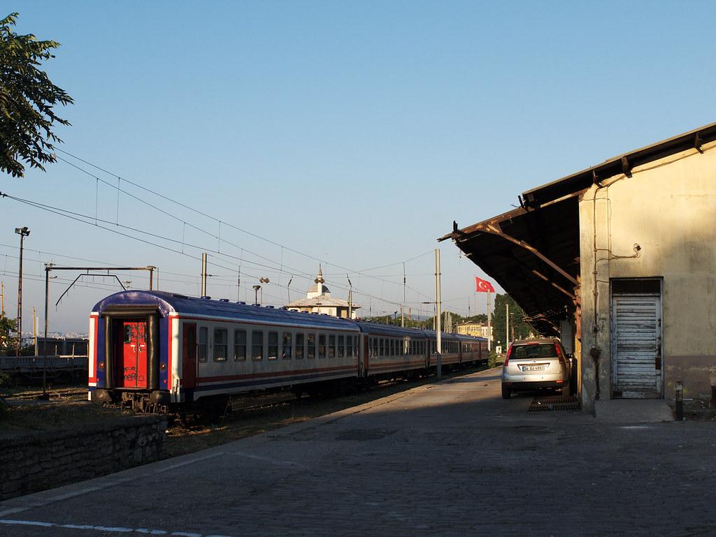 İstanbul Sirkeci Terminal outside platform