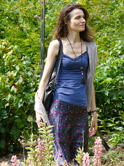 Marille, Cotswolds 2011: Tall lady (mdiepraam) Tags: portrait woman house beautiful beauty lady garden pretty slim natural gorgeous skirt cotswolds mature attractive tall brunette milf warwickshire upton bluetop marielle fortysomething 2011 blacknecklace