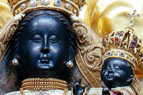 Madonna negra de cerca