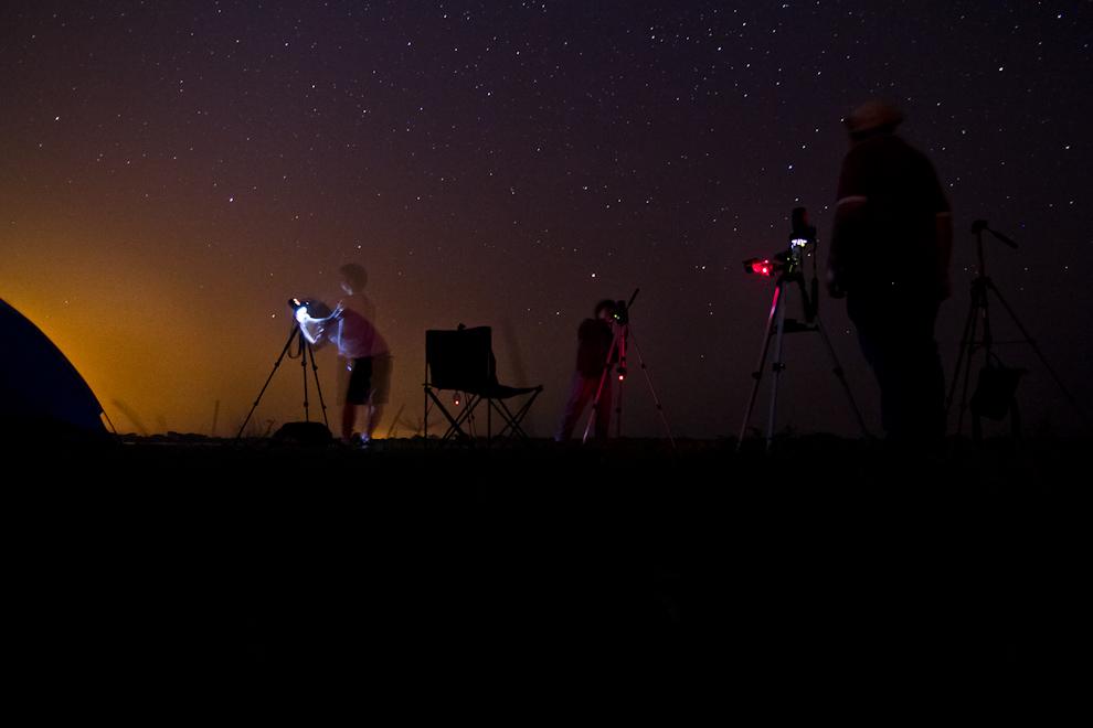 Varios colegas aficionados a la fotografía y a la astronomía se dieron cita en una noche sin luna en la localidad de Zanjita, para contemplar el cielo. (Tetsu Espósito)