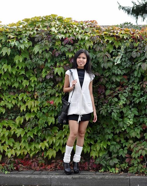 sleeveless cardigan ang leg warmers