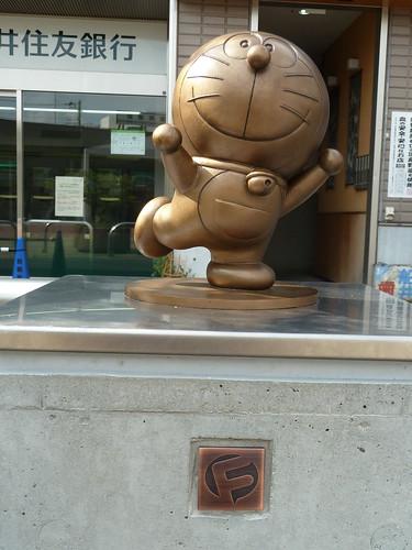 宿河原駅にあるドラえもんの銅像