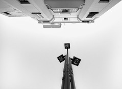 Sévilla (AO-photos) Tags: white black architecture nikon noir et blanc séville lampadaire sigma1020 d5000 sévilla