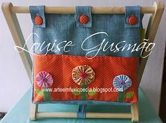 Revisteiro1 (Louise Gusmão) Tags: artesanato fuxico decoração tecido chaveiro pimentas portacd terço portatreco revisteiro revisteirotecido