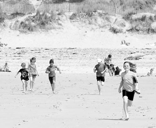 niños en la playa children on the beach