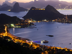 Charitas (Leonardo Martins) Tags: light brazil luz rio brasil riodejaneiro night wonderful lumix amigo michael friend bresil brasilien panasonic exotic morte vida tropical noite g2 niteri brsil parquedacidade pham sudeste dedicatria dedicatory michaelcpham