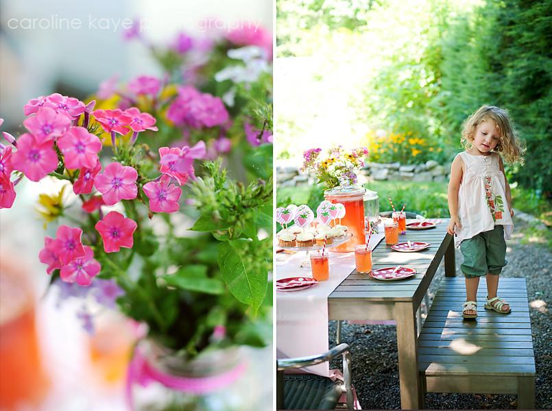 Amelia_and_flowers