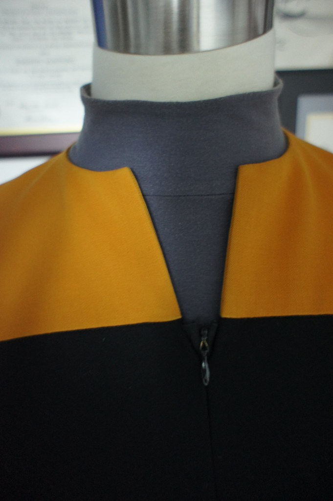"VOYAGER ""STARFLEET OPERATIONS GOLD UNIFORM"" – MALE"