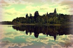 2011_06.28_Vxj_017edt (KellyOvervold) Tags: castles nature june sweden lakes vxj 2011 vxjsjn teleborgsslott