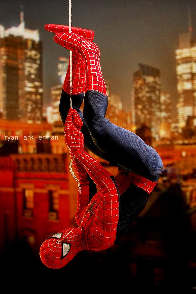 Hot Toys Spider-man Hanging Around