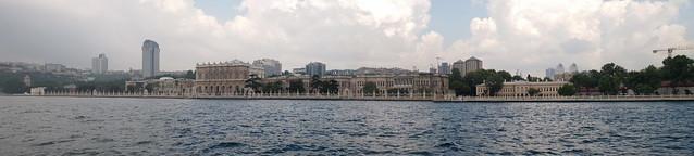由博斯普魯斯海峽看朵瑪巴切皇宮