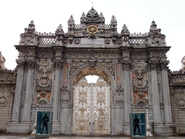 朵瑪巴切皇宮的側門(外側)