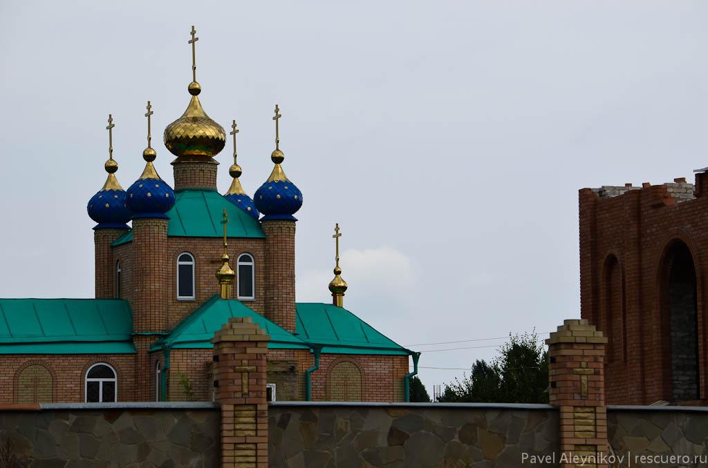Церковь на микрорайоне в Торезе