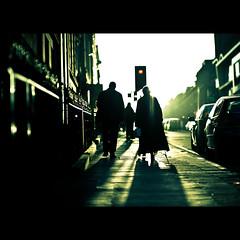 Glasgow Street (PMMPhoto) Tags: street woman man scotland nikon glasgow 14  85mm flare nikkor paulmcgee donotusewithoutpriorpermission pmmphoto