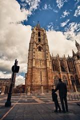 Mirala (Jose Casielles) Tags: plaza color luz catedral cielo estatuas nubes len padre hijo yecla catedraldelen fotografasjcasielles