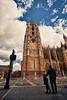 Mirala (Jose Casielles) Tags: plaza color luz catedral cielo estatuas nubes león padre hijo yecla catedraldeleón fotografíasjcasielles
