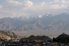 Leh (India) - Mountains in the distance (๑۩๑ V ๑۩๑) Tags: india asia fort buddhist indian buddhism tibetan himalaya leh himalayas bharat ladakh subcontinent ilobsterit