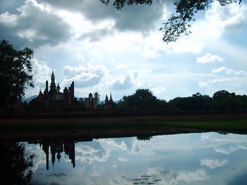 Thailand 10 lake temple reflection