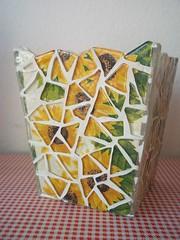Workshop aos sábados (Pati Fugisse) Tags: cola mosaic mosaico catia fonseca guardanapo fuzing pastilhadevidro cachepo decupagem programamulheres
