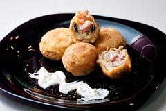 Chamipiñones rellenos 1 x Fried Stuffed Mushrooms (davic) Tags: david macro kitchen lunch mushrooms stuffed comida cocina meal tamron 90mm tamron90mm cornejo champiñones rellenos strobist davidcornejo