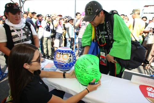 Danica Patrick receives gifts from Japanese fans