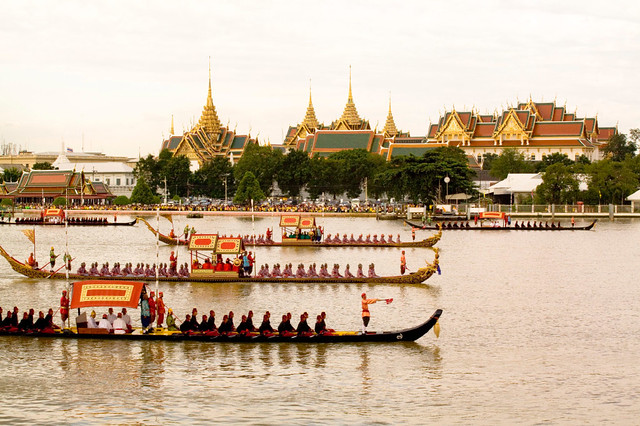 Royal barge4 (2)-1.jpg
