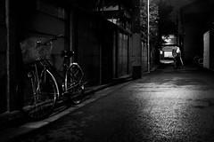 (www.marcolivierfilhol.com) Tags: tokyo japon rue sombre street dark night nuit louche suspect suspicious thieff robery solitude lonelyness woman alone seule seul femme ballade vélo bicyclette bicycle bike narrow uéno nezu ueno movie atmosphere film noir et blanc noiretblanc nb bn blanco negro white black bw blackandwhite polar roman maigret simenon marcofilhol makalux pourquoipas marcolivier filhol carnetsjapon travel photography photographie voyage voyages 35mm 35 mm x100 fuji carnetsapon 23mm fujifilm rangefinder wwwmarcolivierfilholcom