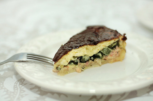 Quiche with spinach, leek and bacon