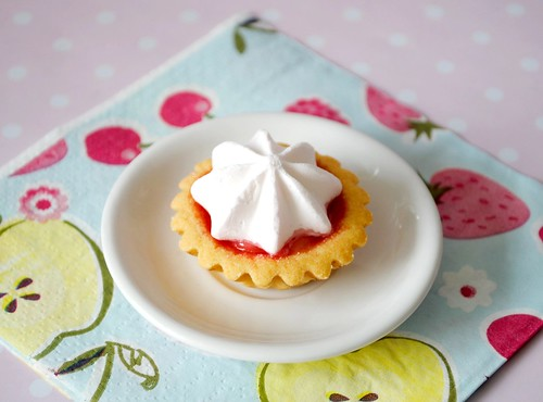 Mini strawberry meringue pie