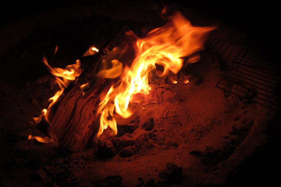 081511_BeachBonfire01