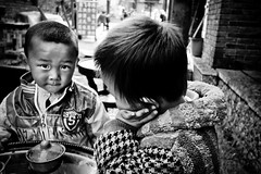 (Carl`) Tags: china kids canon eos child 中国 chilli yunnan oldtown 1022mm lijiang nutter 古城 丽江 suhe 云南 22mm 50d