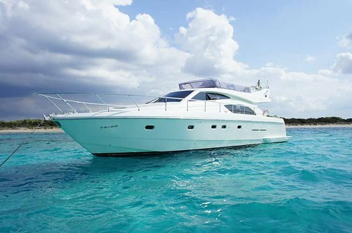 Meet the star of the Barcoibiza.com fleet: Ferretti 53 Flybridge yacht.
